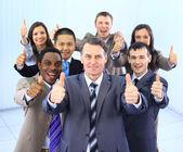 Glücklich Multi-ethnic Business Team mit Daumen nach oben im Büro — Stockfoto