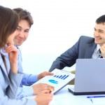 Grupo de negocios en una reunión en la oficina - reunión de personal — Foto de Stock