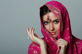 Young woman in sari — Stockfoto