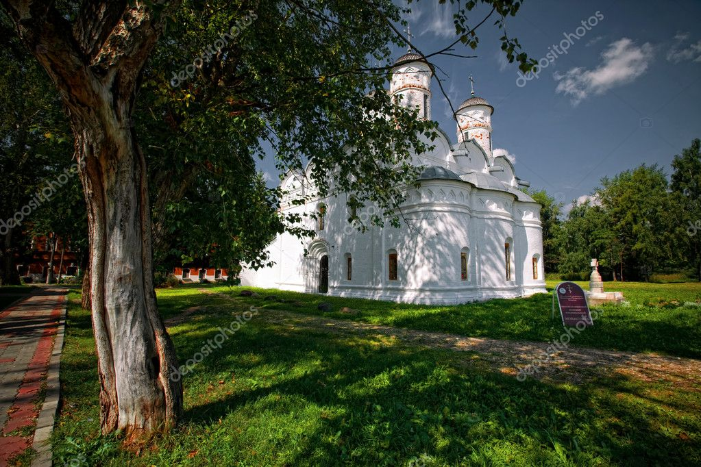 Monastery church in Suzdal. Russian Federation — Stock Photo #6503592