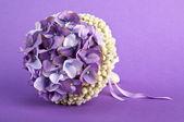 Un ramo de hortensias decorado con pulsera y espárragos — Foto de Stock