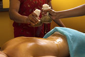 Traditional indian ayurvedic oil massage — Stock Photo
