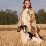 genç bir kadın borzoi köpek tutun — Stok fotoğraf