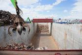 起重机装钢船 — 图库照片