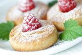 Cookies com uma framboesa — Fotografia Stock