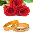Roses and wedding rings — Stock Photo #5778790