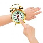 ręce i budzik jak zegarek — Zdjęcie stockowe