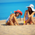 Girls at beach — Stock Photo