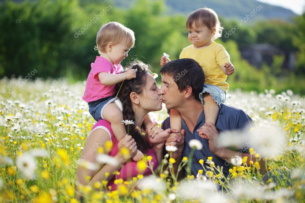 Happy young family with twins resting outdoors — Stock Photo #6033914
