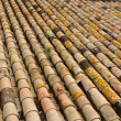 Texture of old roof tiled with cylindrical tiles — Foto Stock