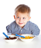 A boy is eating cereal from a bowl — Stock Photo