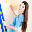 A woman is painting walls — Stock Photo