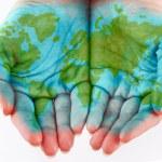 gemalte Welt an Händen — Stockfoto