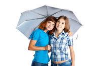 两个清纯少女与伞 — 图库照片