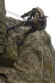Alpinismo militar perigoso — Fotografia Stock