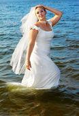 невеста, ходить в море — Стоковое фото