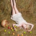 Деревенская девушка на Сене — Стоковое фото