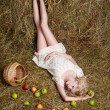 Country girl on hay - Foto Stock