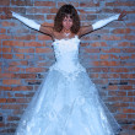 Bride near the wall — Stock Photo #6734370