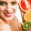 Woman with fruits — Stockfoto