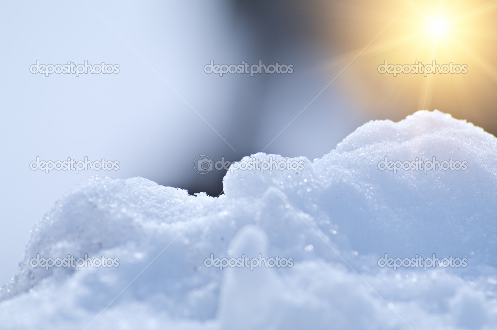 Beautiful snowy background with the sun. Shallow DOF. — Zdjęcie stockowe #5470223