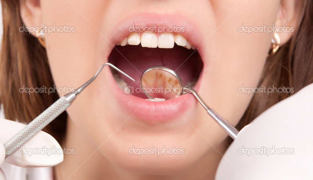 Dental treatment at the dentist — Stock Photo #6640798
