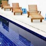lehátek u bazénu — Stock fotografie