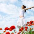 Beauty woman in poppy field — Stock Photo