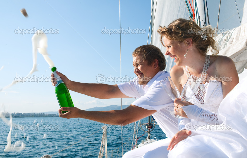 Happy bride and groom on a  yacht — Stock Photo #6309384