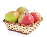 Quattro le mele nel cestino — Foto Stock