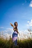 Femme au bouquet — Photo
