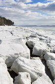 Sea ice is destroyed in the spring — 图库照片