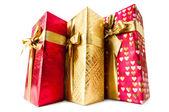 Beyaz arka plan üzerinde izole hediye kutuları — Stok fotoğraf