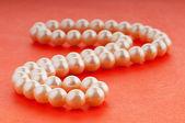 Collar de perlas en concepto de moda y belleza — Foto de Stock