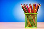 Kleurrijke potloden op de achtergrond — Stockfoto
