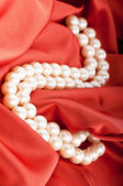 Pearls necklace on satin background — Foto Stock