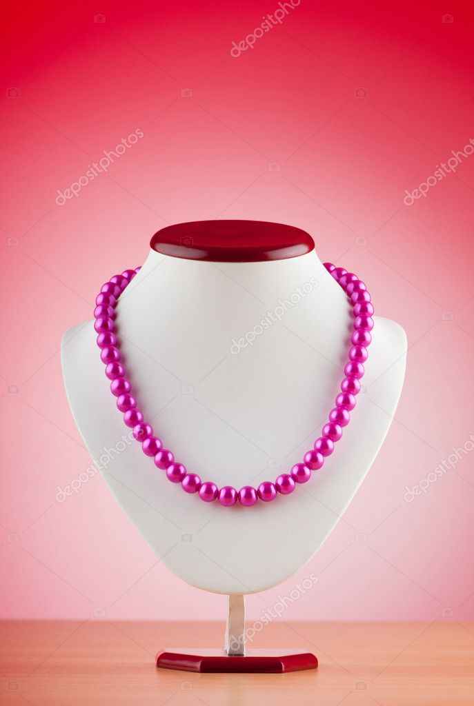 Pearl necklace against gradient background — Stock Photo #6082744