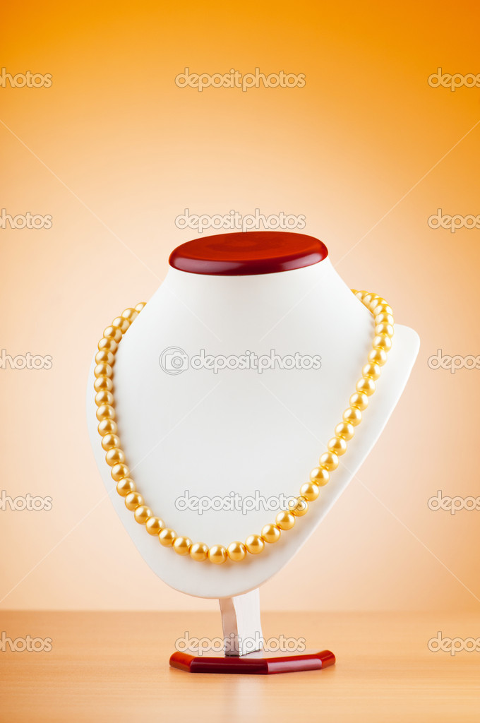 Pearl necklace against gradient background — Stock Photo #6082758