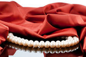 Pearls necklace on satin background — Foto de Stock