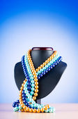 Pearl necklace against gradient background — ストック写真