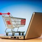 互联网在线购物概念与计算机和购物车 — 图库照片