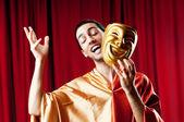 Actor con maks en un concepto divertido teatro — Foto de Stock