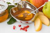 Isolated honey with ripe fresh apple for Rosh Hashana — Stock Photo