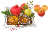 Pomegranates, honey with ripe fresh apple for Rosh Hashana — Стоковое фото