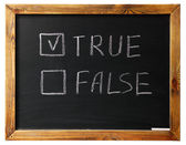 True Or false on black chalk board — 图库照片