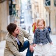 Father and daughter in city — Stock Photo