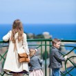 Family at viewpoint — Foto Stock