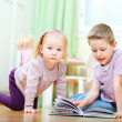 Brother and sister in kids room — Stockfoto