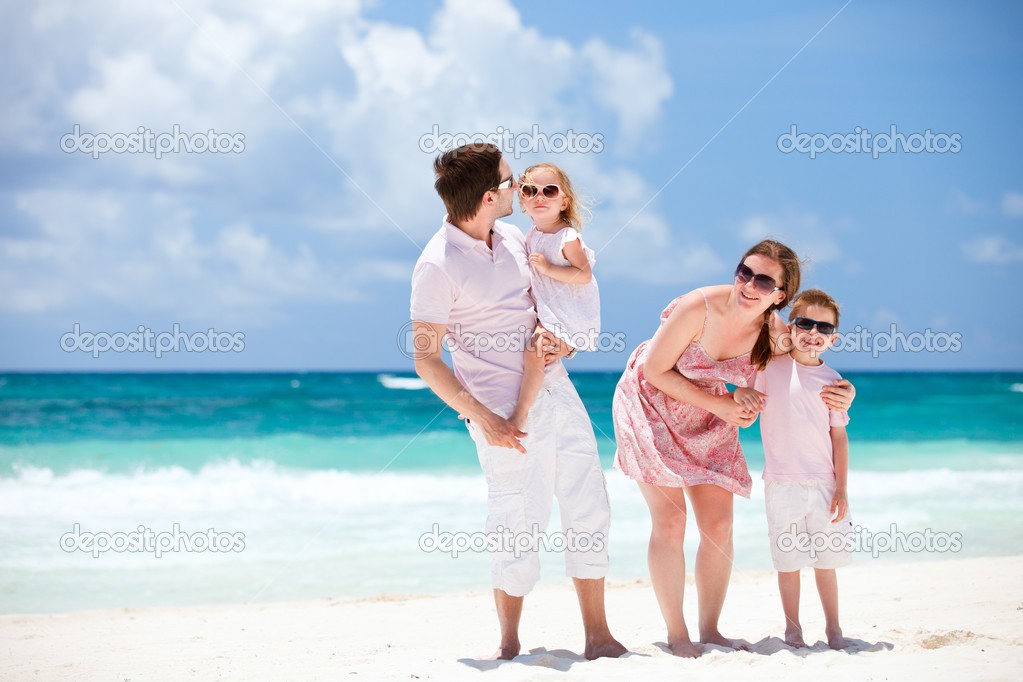 Young beautiful Caucasian family on Caribbean beach vacation — Stock Photo #5848107