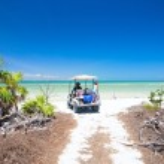 Golf cart at tropical beach — Stock Photo